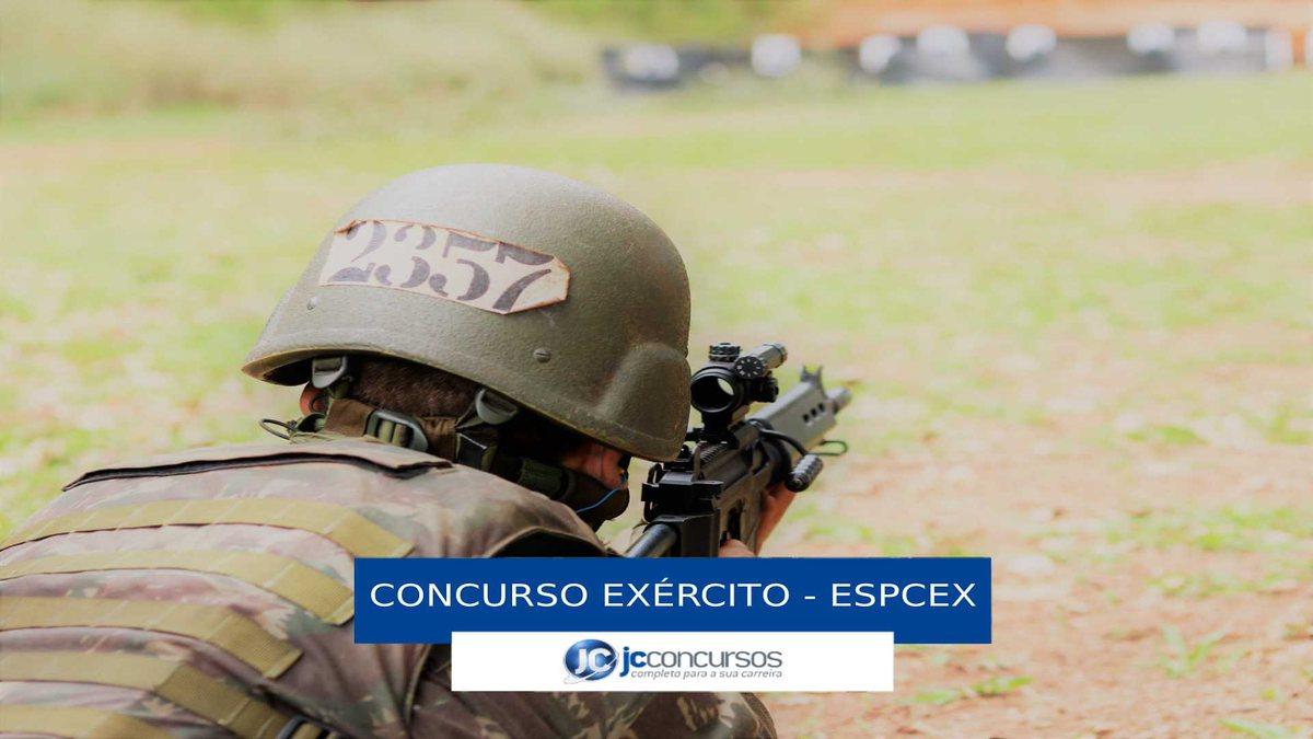Concurso Exército - recruta durante treinamento