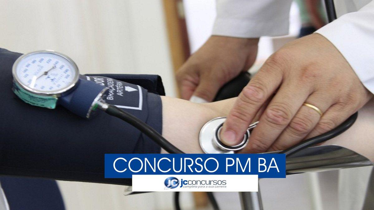 Concurso PM BA -  pessoa recebe atendimento de aferição de pressão