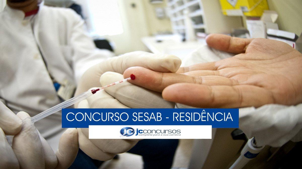 Concurso Sesab - profissional de saúde durante atendimento