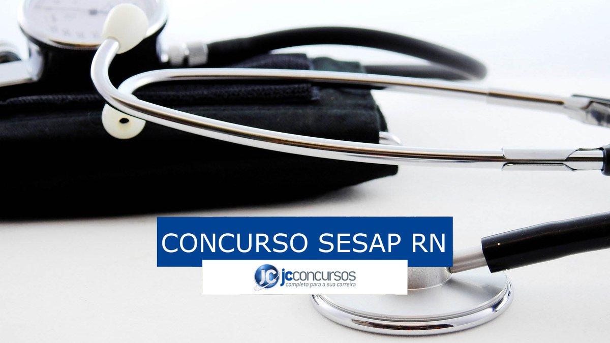 Concurso Sesap RN: estetoscópio posicionado ao lado de medidor de pressão arterial