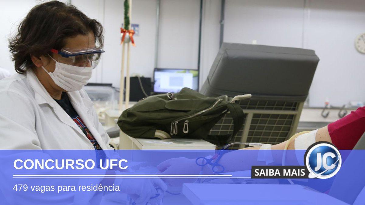 Concurso UFC - profissional de saúde durante atendimento