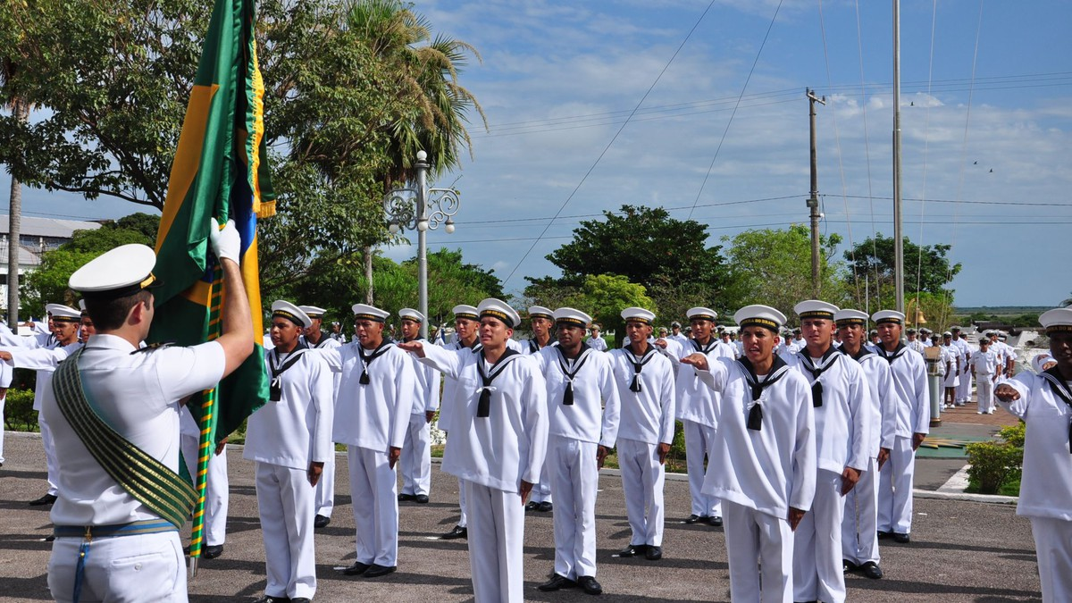 Resultado de imagem para Marinha abre concurso para admissão à Escola Naval; salários de até R$ 10,9 mil