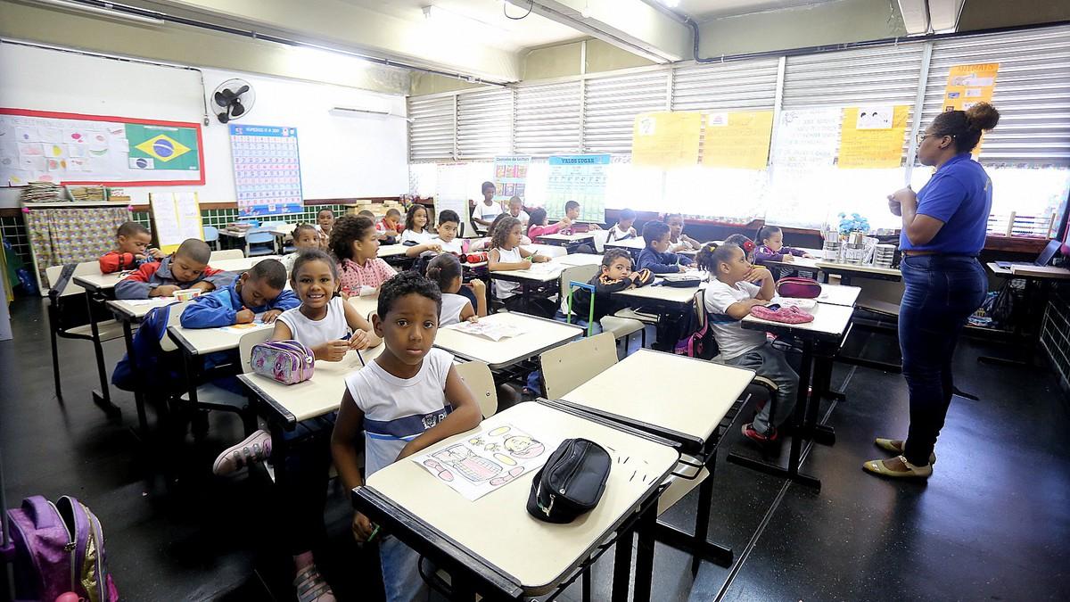 Concurso SME RJ tem vagas para professor de ensino fundamental em quatros áreas