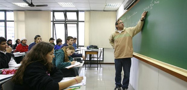 Concurso Seduc CE: professor em sala de aula